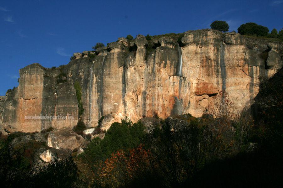 Muro principal del sector Cueva de la Zarza en Cuenca