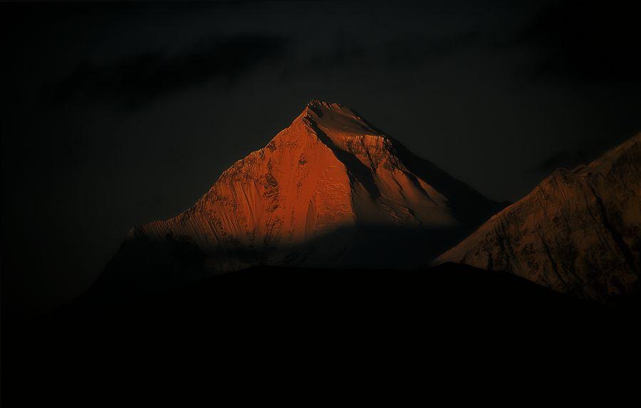 Vista del pico Dhaulagiri. (con 8.172 metros es la séptima montaña mas alta del mundo). Nepal.